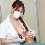 美月優芽先生の歯医者はおっぱいが当たるで有名らしい…
