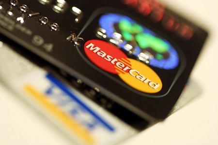 クレジットカードが重なっている画像