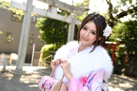 麻生希が着物を着ている画像