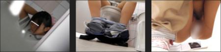 JKがトイレでオナニーしてるのを盗撮している画像