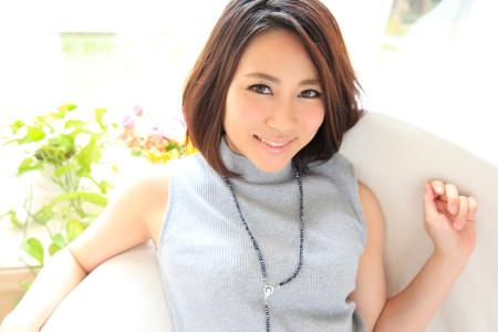 越川アメリが微笑んでいる画像