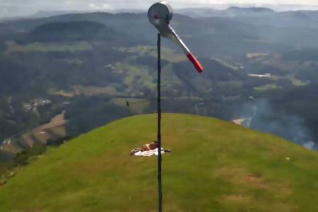 アグードの丘でセックス中カップルのフリーフライト用監視カメラ画像