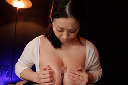 小向美奈子がパイズリでチンコに唾液垂らしている画像