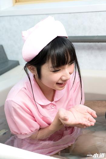 看護師がお風呂で患者をフェラ抜きした画像