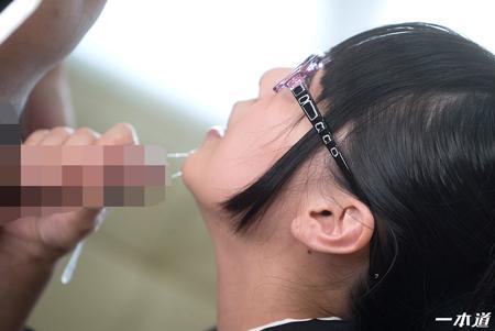豊田ゆう(月野ゆりあ)の唾液がイラマチオで糸引いている画像