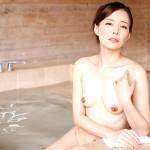 水原梨花の無修正熟女マンコを不倫温泉旅行でグチュグチュに
