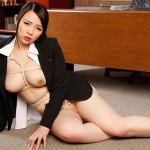 スーツの下は亀甲縛り、巨乳とマンコに縄が食い込むポッチャリ秘書