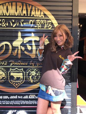 AIKAが肉の村山 秋葉原末広町店とコラボイベント